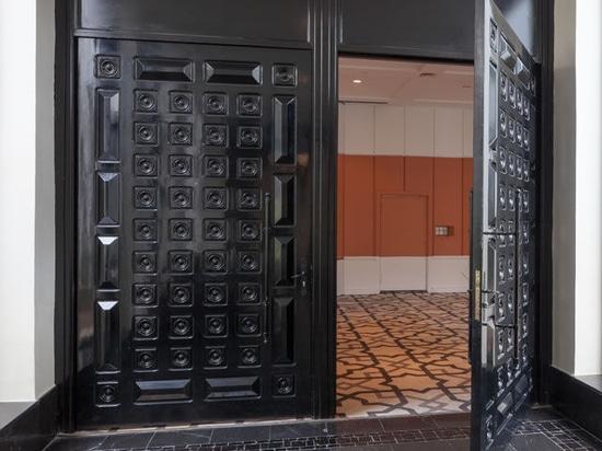 NEW: swing door by HUET