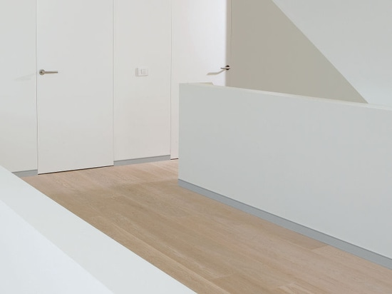 NEW: aluminum baseboard by XINNIX DOOR SYSTEMS