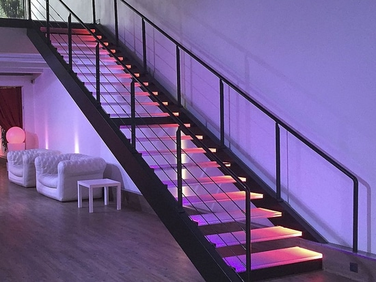 Elite steel and lighting glass stairs