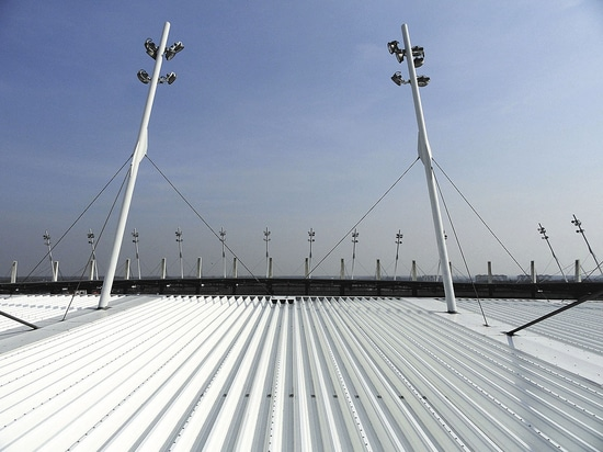 Details on stadium roof reliably waterproofed
