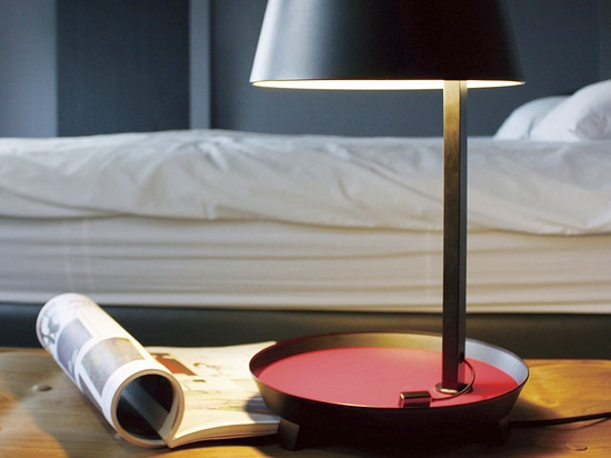 D1 - Bedside table lamp with smartphone charger