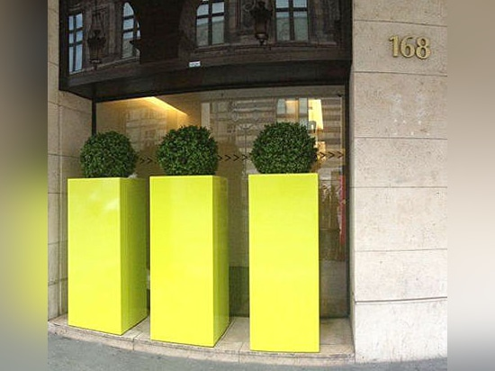 Image''In - High plant containers custom made in France, suitable to public spaces