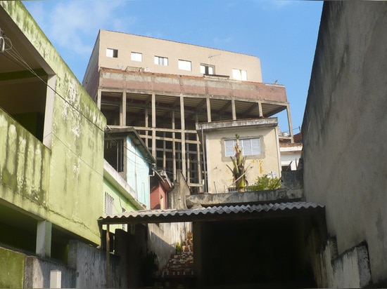 Informal settlements, São Mateus, São Paulo. In apertura e qui sopra