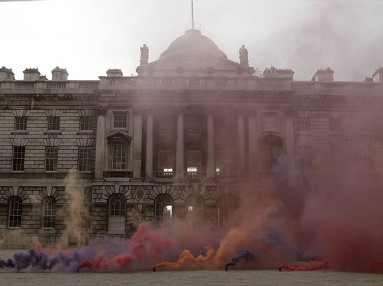 "A smoke installation by Fillipo Minelli opens ""Venturing Beyond"" at London's Somerset House. (All images courtesy Approved by Pablo)"