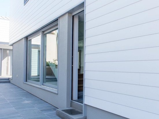 Lift and slide window PL100a - External view