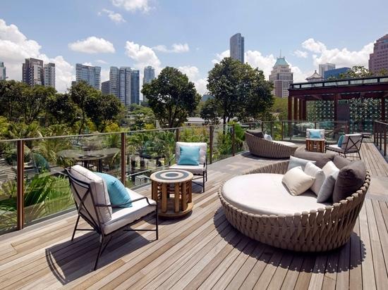 TWIN PEAKS, LUXURY CITY LIVING IN SINGAPORE