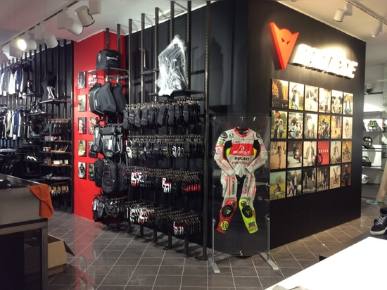 Dainese D-Store