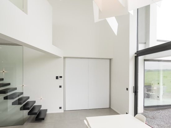 Pivot door with central axis
