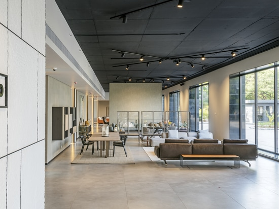 http://www.lemamobili.com/en/lema-expands-its-business-in-asia-with-a-new-prestigious-flagship-store-in-pune/