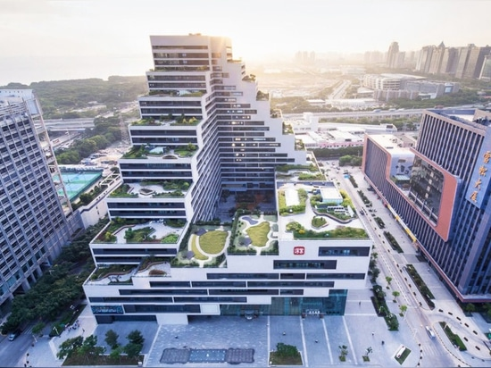 Cascading Shenzhen office building luxuriates under a stepped green roof