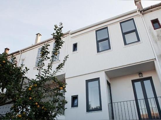 A2OFFICE transforms Porto townhouse into a modern daylit residence