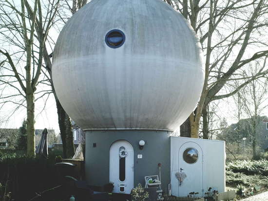 """Dreijkamp also wanted his spheres to sit directly on the ground, yet Dutch building regulations demanded that they be placed up on """"stalks"""""""