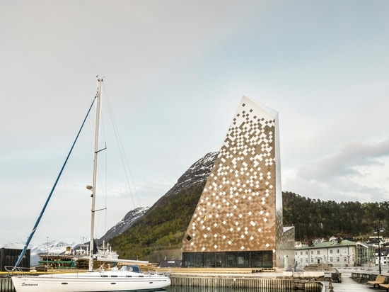 reiulf ramstad completes norwegian mountaineering center with pixelated envelope