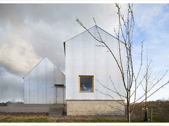förstberg ling wraps house for mother in corrugated aluminum