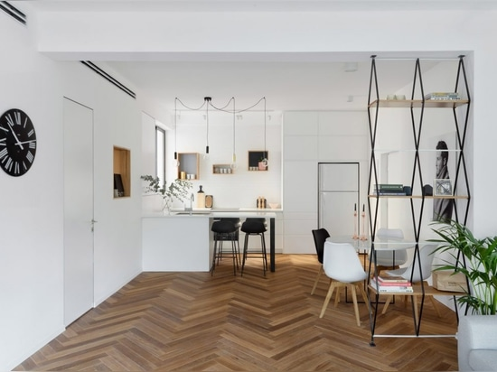 Maayan Zusman warms up Tel Aviv apartment with herringbone flooring