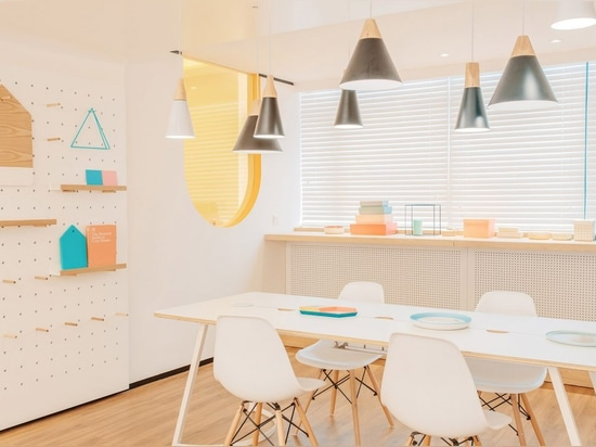 """RIGI designs waiting area """"like a dining room"""" for dental clinic in China"""