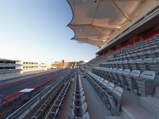 Main Grandstand  ( Photo © : Paul Finkel )