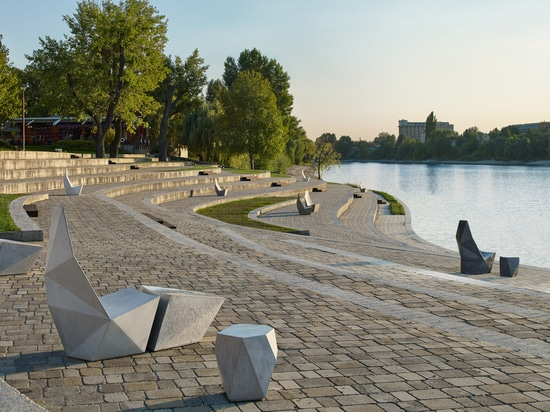Ivanka scatters faceted concrete street furniture around Miami Design District