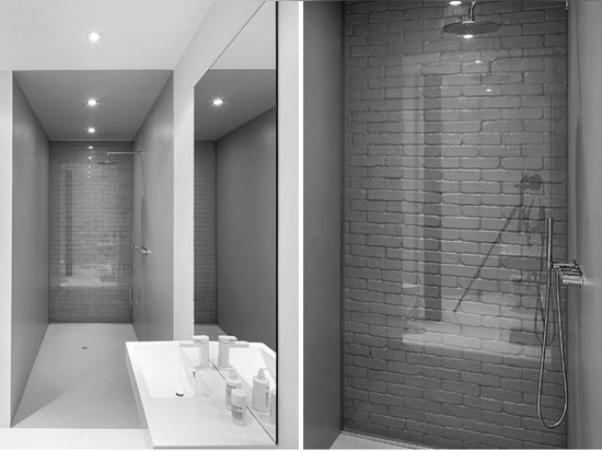 Bathroom Design Idea – Use Glass To Cover An Original Brick Wall And Make It A Feature