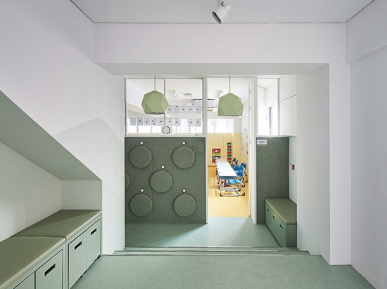 daniel valle architects remodels DSSI's classrooms in seoul