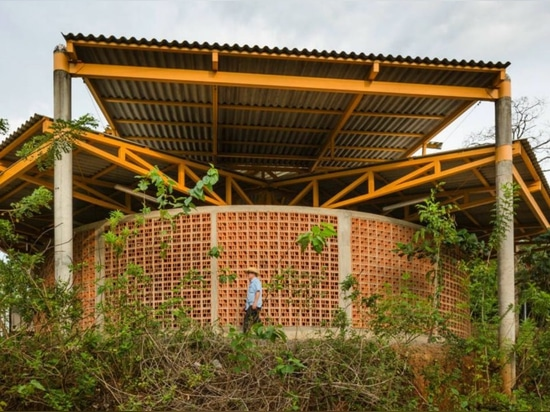 Architects use local materials to build beautiful Costa Rica community center