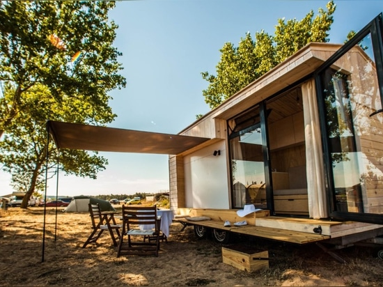 Tiny 'hut on wheels' is the perfect vacation home to escape the concrete jungle