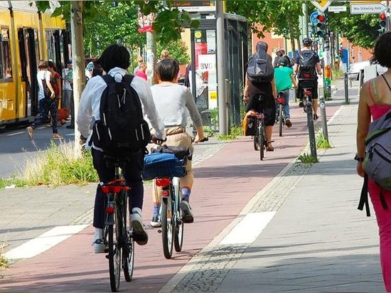 Berlin plans at least 12 new bike superhighways