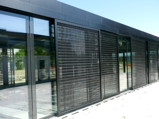 Black stainless steel mesh allows colours to shine
