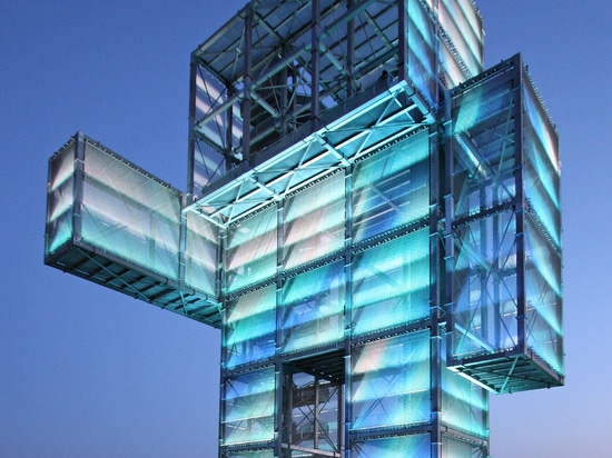 New generation of transparent media facade systems