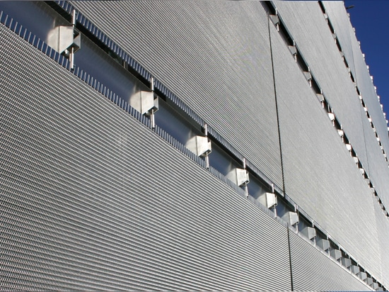 Sun protection systems made of wire mesh material