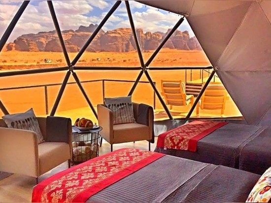 """Desert dome camp in Jordan offers tourists """"The Martian"""" experience"""