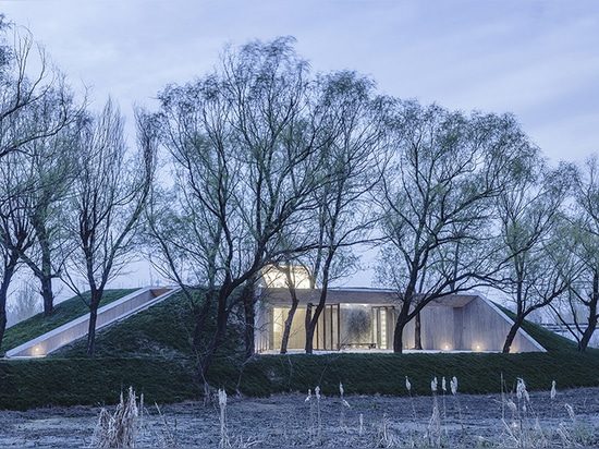 archstudio embeds buddhist shrine within the riparian landscape of hebei, china