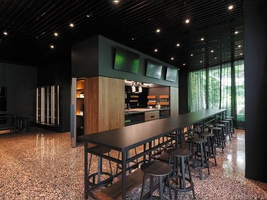 RevoLution Restaurant, Hotel Lone, Maistra