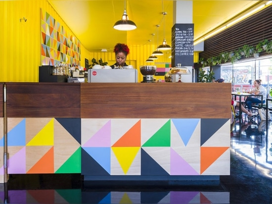 The joyful café