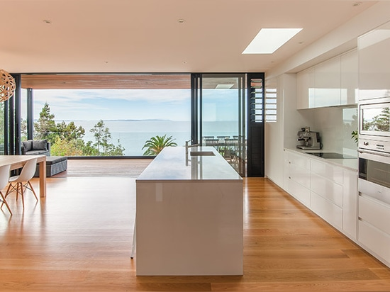 LTD architectural elevates duncansby road house in new zealand to offer sea views