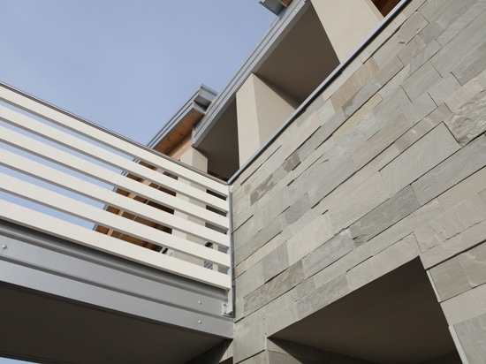 Facade realized with Jaipur Grey natual quartzite tiles