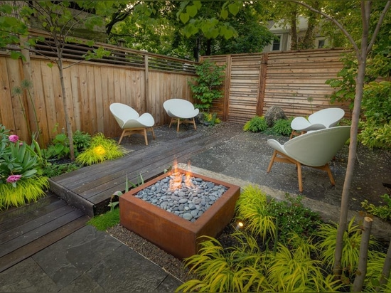 Bento 32 CorTen Fire Pit |  – Project by Earth Inc. | Photography by Jeff McNeill