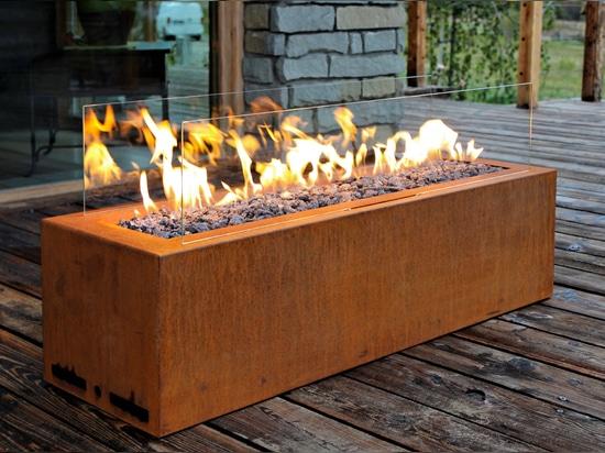 Outdoor Gas Fireplace, Galio Corten by Planika, Fot: Plejady Mix Poland