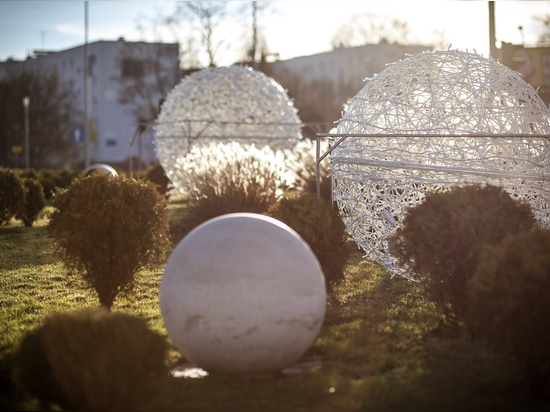 How to decorate a roundabout? With the Openwork Balls, of course!