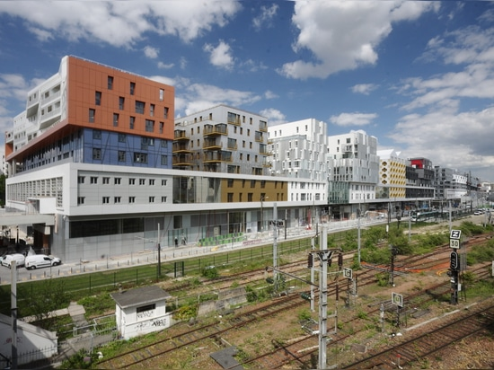 Entrepot Macdonald, a residential, commercial and civic megastructure in the north-east of Paris. (Photo: Matthias Van Rossen)