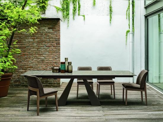 ITALIAN IDEAS: TAURUS TABLE