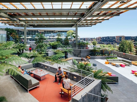 facebook expands its campus with additional frank gehry-designed building