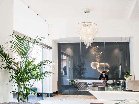 Crystal Dream chandelier by MULTIFORME lighting