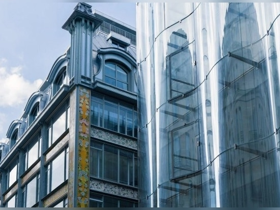 The glass facade marks one of the entrances