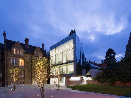 zaha hadid bridges oxford university campus with reflective library