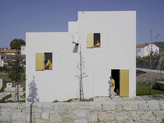 "Guilherme Machado Vaz designs geometric white house as ""abstract sculpture"""