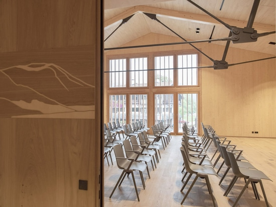 Auditorium equipped with Wilkhahn's Aula chairs (Photo : Cordula Flegel)