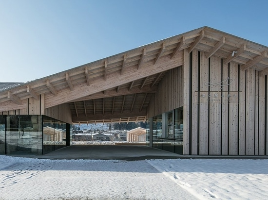 kengo kuma integrates natural hot springs into the oyu road station of kazuno city