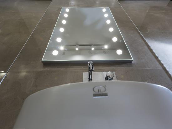 Unica lighted mirror MDE line