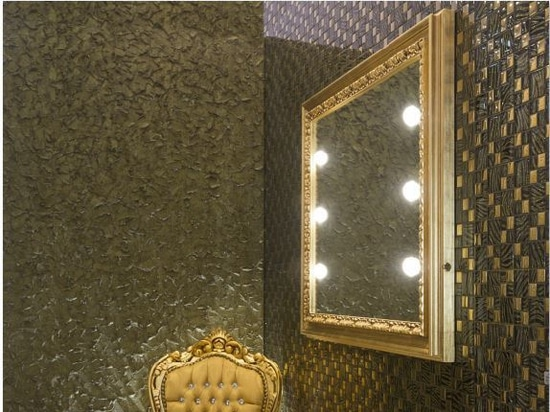 Unica lighted wooden frame mirror